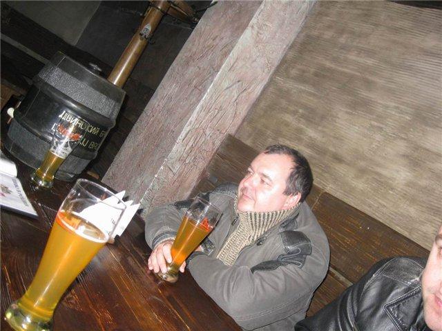 Вадим расстроился... Почему в Минске нету такого пива!? Вот сидит, бедолага, и размышляет, что скажет жена на предложение переехать жить в Витебск...